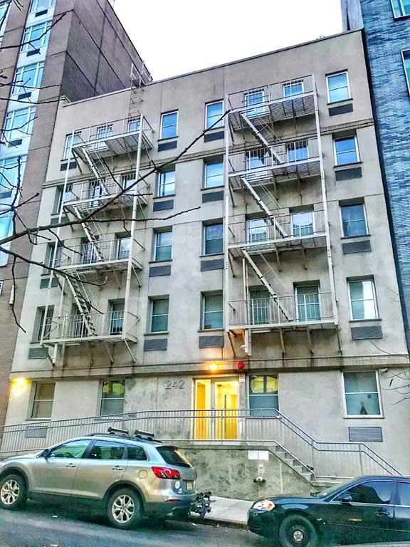Manhattan retal building